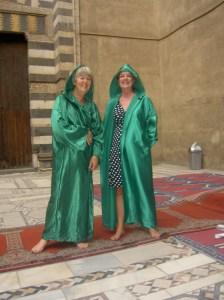 Met vriendin Anneke, óók in cape.