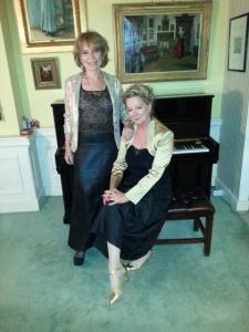 Annemarie en ik maken ons op voor het Boekenbal 2013